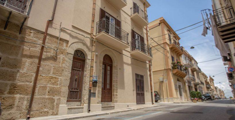 bed breakfast castellammare del golfo vende 14 1 818x417 - Castellammare del Golfo B&B in vendita a soli 100 mt da Piazza Petrolo