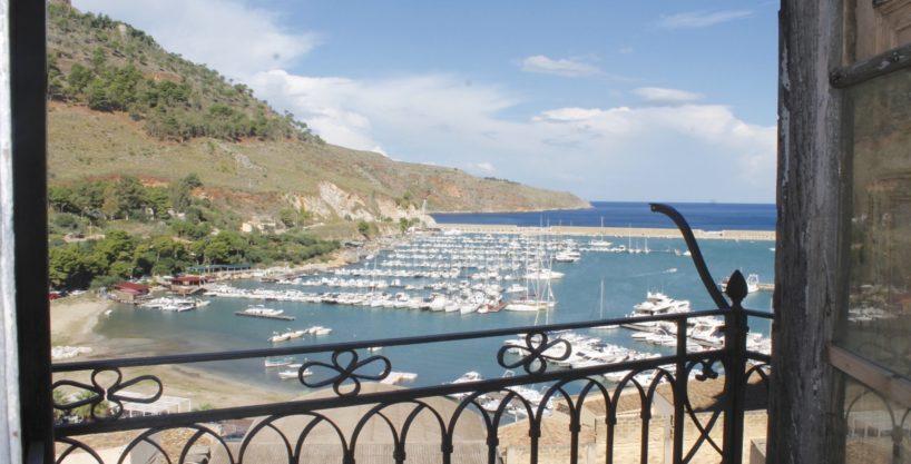 7 MG 1193 1 818x417 - Esclusiva casa indipendente sul Porto turistico di Castellammare del Golfo
