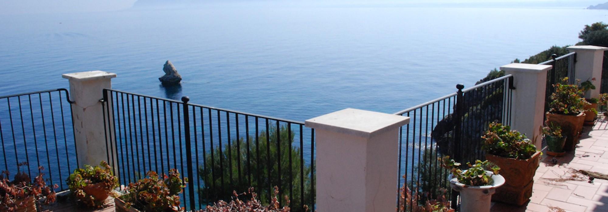 Villa sul Mare in vendita a Scopello – Una delle più esclusive proprietà della costa Siciliana con vista sui Faraglioni –