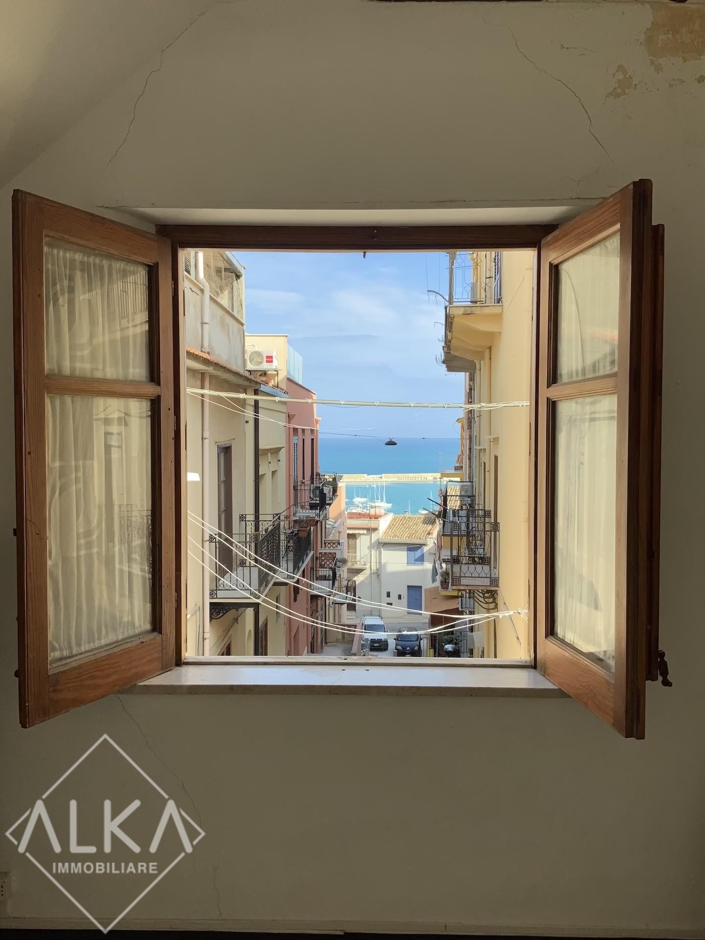 Casa in vendita a Castellammare del Golfo – Vista mare ed a pochi metri dal Porto turistico –
