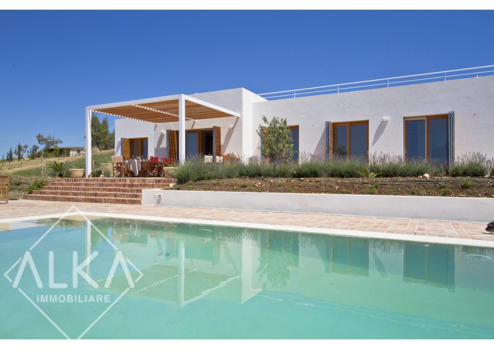 Incantevole Villa panoramica con piscina – Menfi