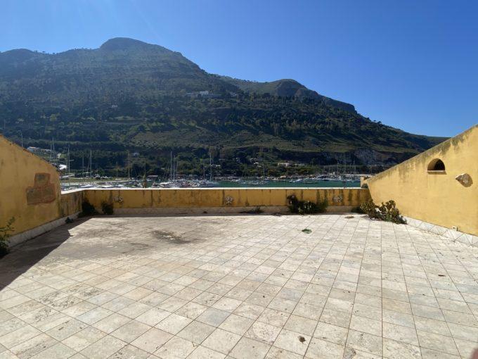 IMG 0813 680x510 - Fabbricato commerciale sul Porto Turistico di Castellammare del Golfo