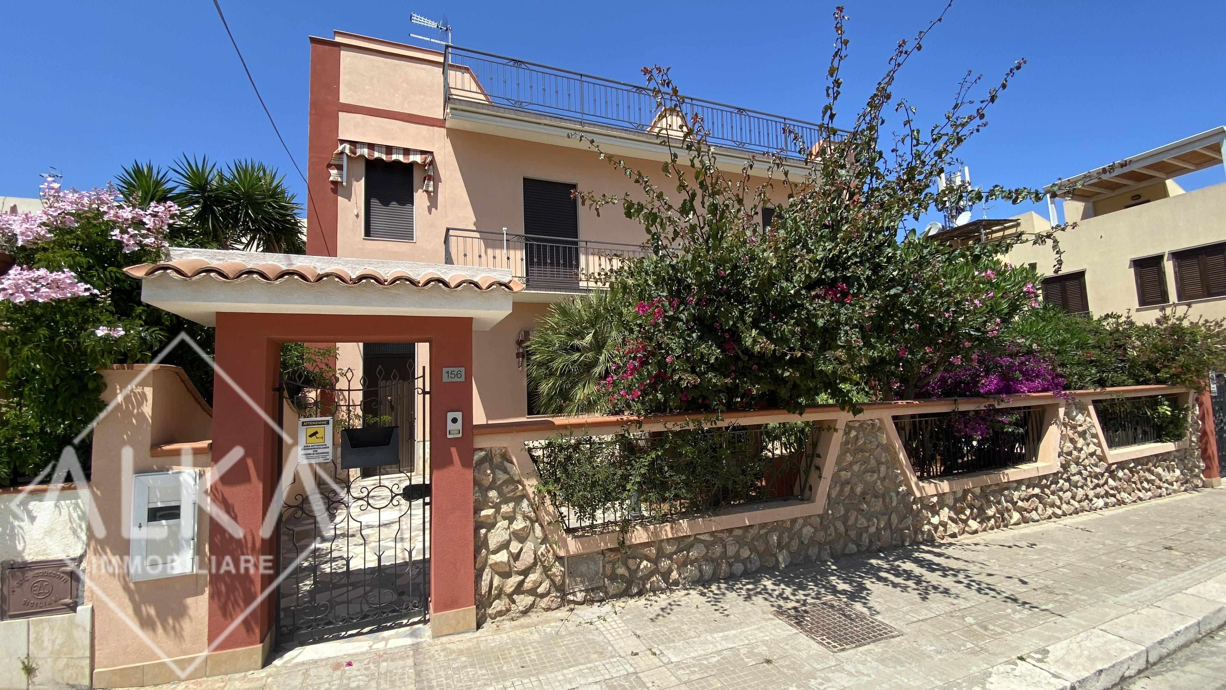 Villa con terreno in vendita a San Vito Lo Capo