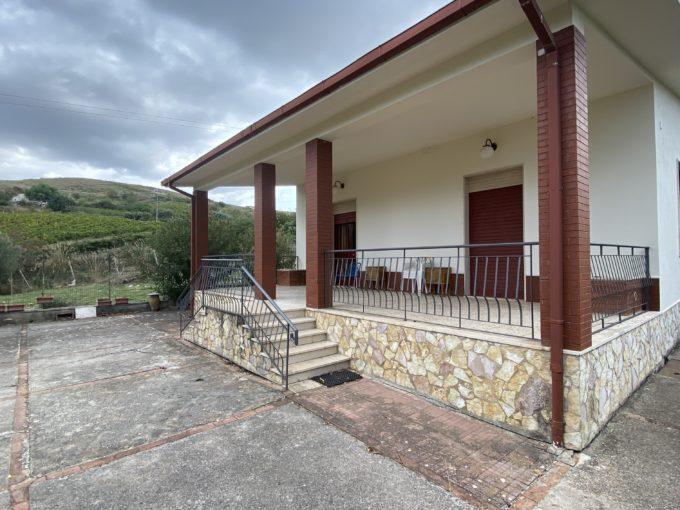 IMG 2726 680x510 - Villa con terreno a Calatafimi Segesta
